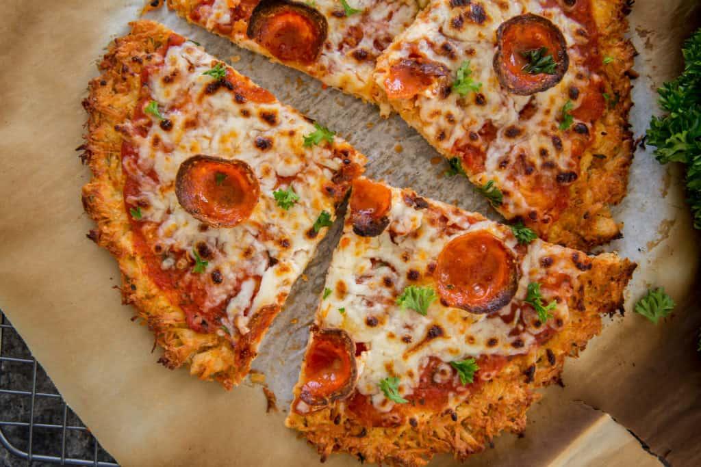 طريقة تحضير بيتزا الدجاج من دون عجين