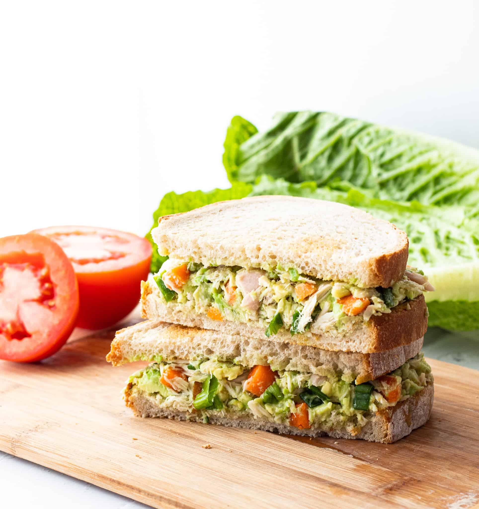 طريقة سهلة لتحضير ساندويشات التونة بالافوكادو