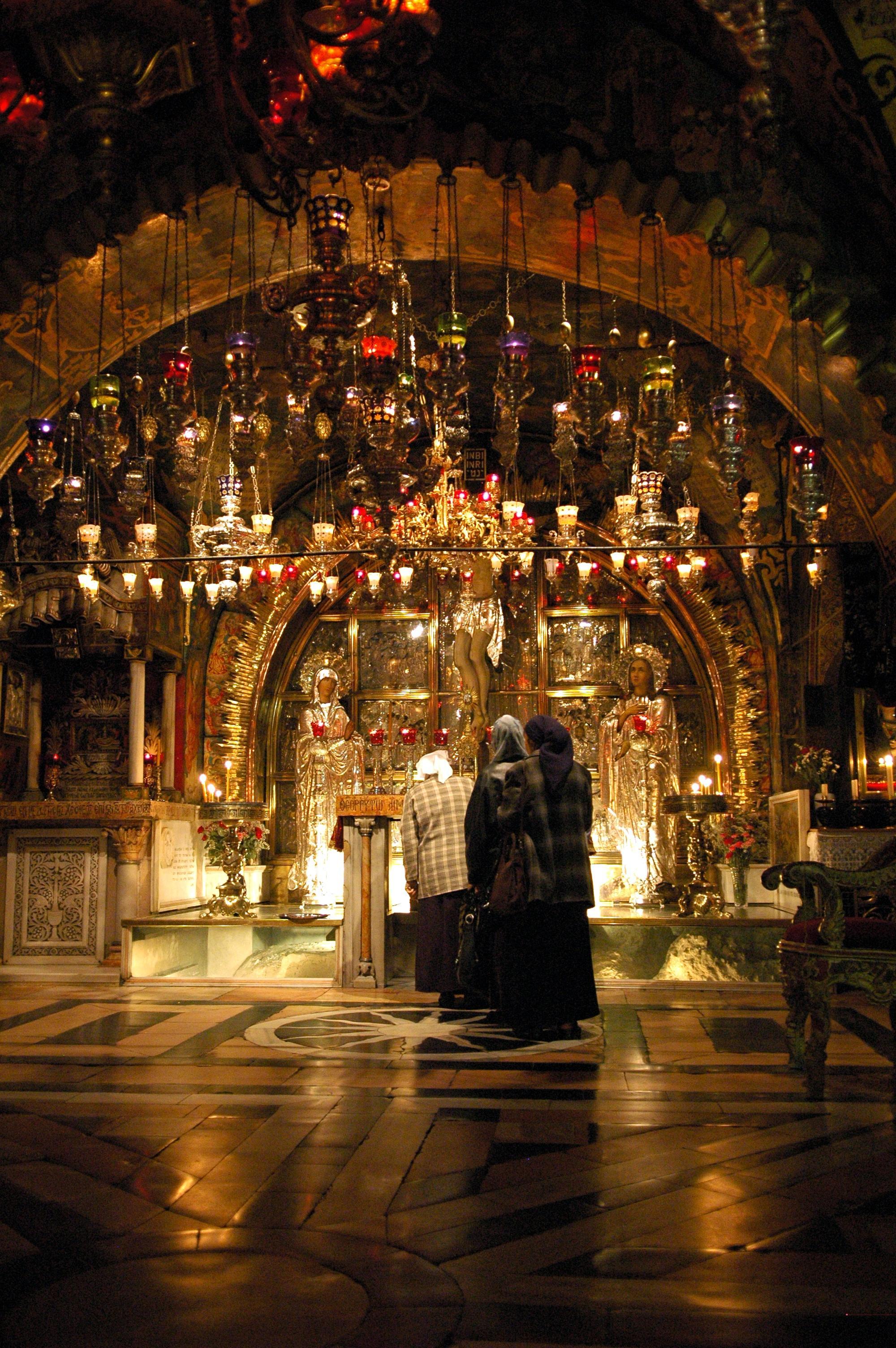كنيسة القيامة من الداخل