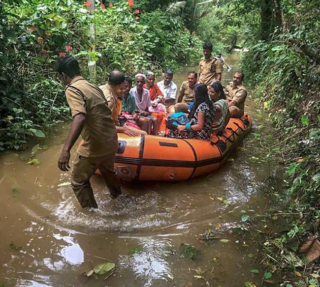 بالصور... الهند مقتل 26 شخصا بسبب الامطار الغزيرة