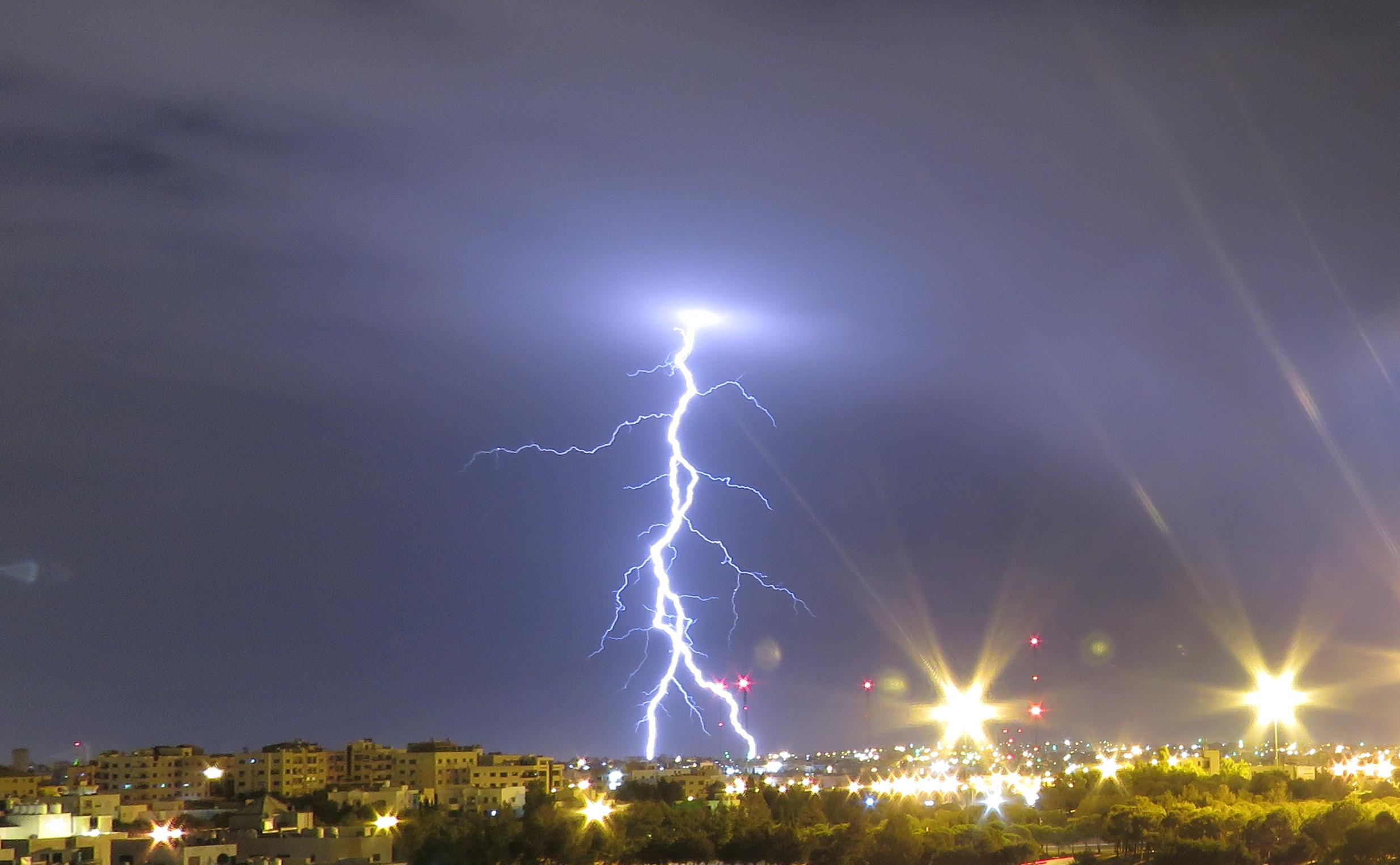 البرق في عمان -تصوير عمر الدجاني