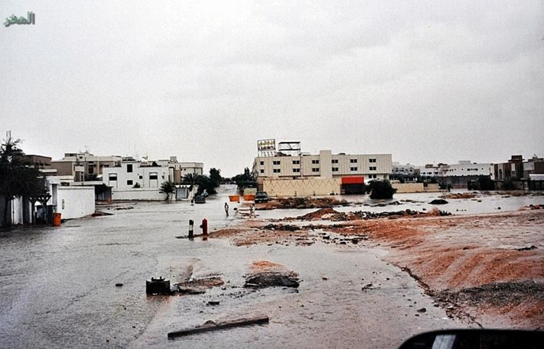 بالصور.. العاصفة الرعدية التاريخية التي اجتاحت العاصمة السعودية الرياض عام 1996/ 1416