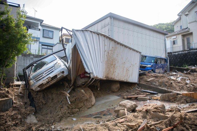 أكثر من 150 قتيل بأكبر كارثة طبيعية تهز اليابان منذ سنوات..فيضانات وسيول مدمرة