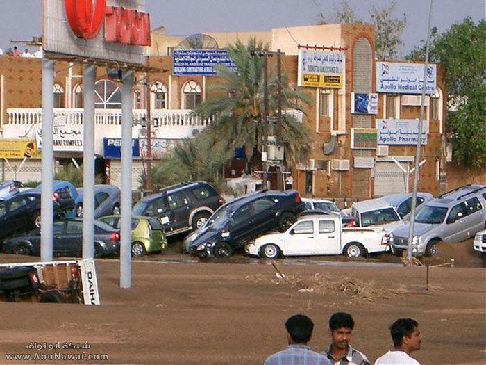 تسببت الأمطار الغزيرة المُصاحبة للاعصار بفيضانات لم تشهد المنطقة مثيلاً لها