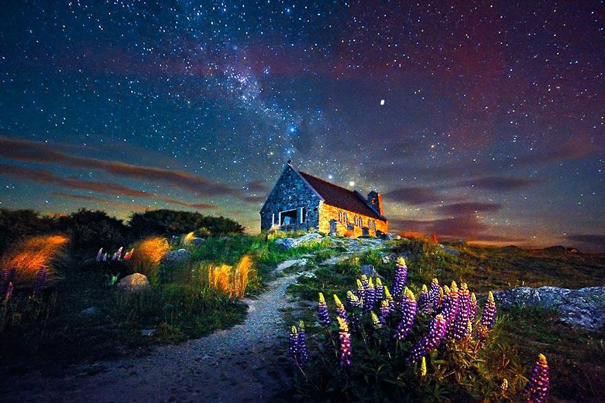 منزل قرب بحيرة تيكابو في نيوزيلندا