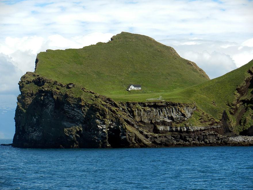 المنزل المعزول في آيسلندا