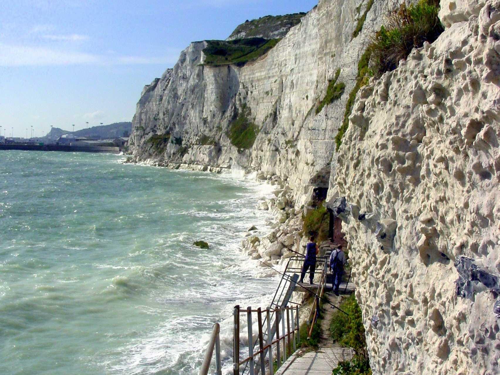 المنحدرات الصخرية البيضاء في دوفر – جنوب شرق انجلترا