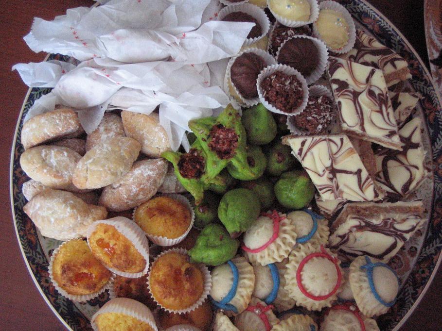 حلويات العيد: كعب غزال والفقاص وغريبة الكاوكاو أو الزنجلان والبريوات والكعك المنقوش وبليغات باللوز