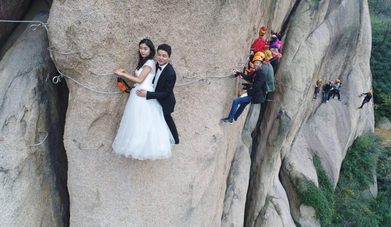 بالصور .. شاهد أخطر حفل زفاف في العالم