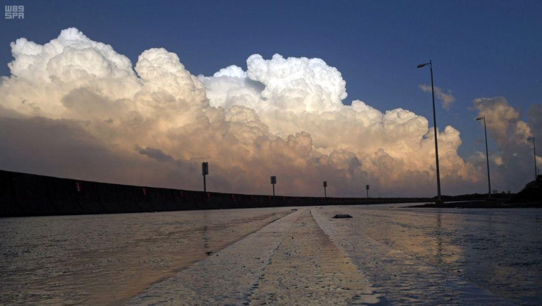 السعودية   زخات خفيفة من المطر على العاصمة الرياض اعتبارا من الثلاثاء   طقس العرب