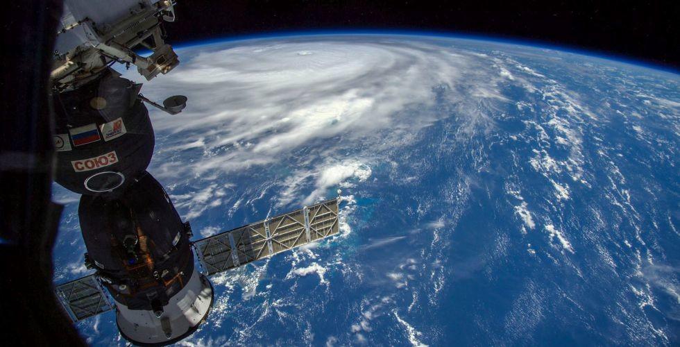 هواية فريدة لأحد رواد الفضاء، شاهد ماذا فعل!