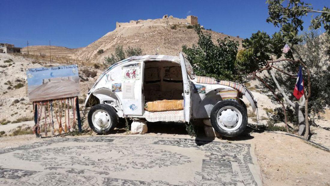 بالصور .. سيارة فولكس فاغن أردنية هي أصغر فندق بالعالم