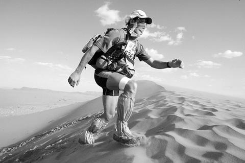 أغرب 5 قصص نجاة مذهلة في الصحراء طقس العرب