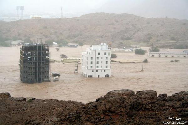 أدت الامطار الغزيرة والسيول الى مقتل  32 شخصاً وفُقدان أكثر من 30 آخرين